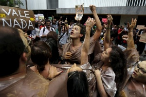 protesta-contro-samarco
